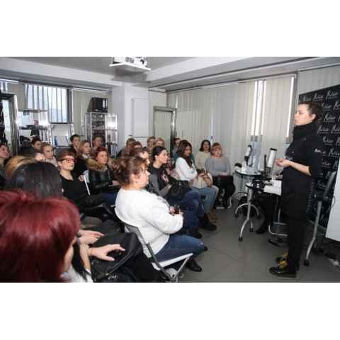 Melkior a gazduit `Seminarul de manichiura cu gel UV`