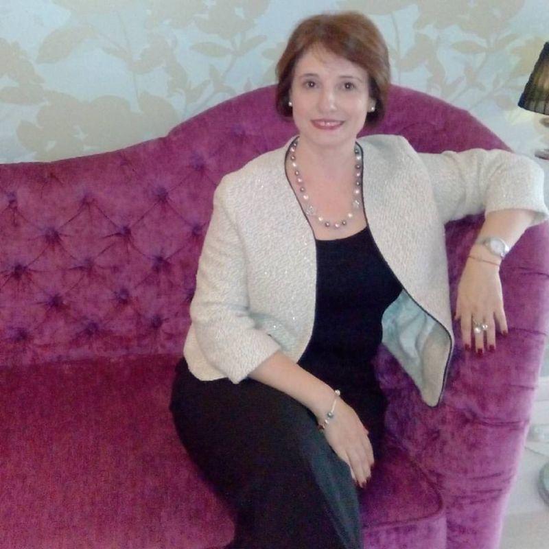 Citeste povestea unei bloggerite care colectioneaza oje!