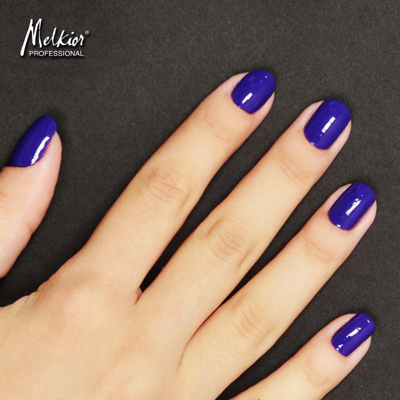 Poarta culoarea anului pe unghiile tale!