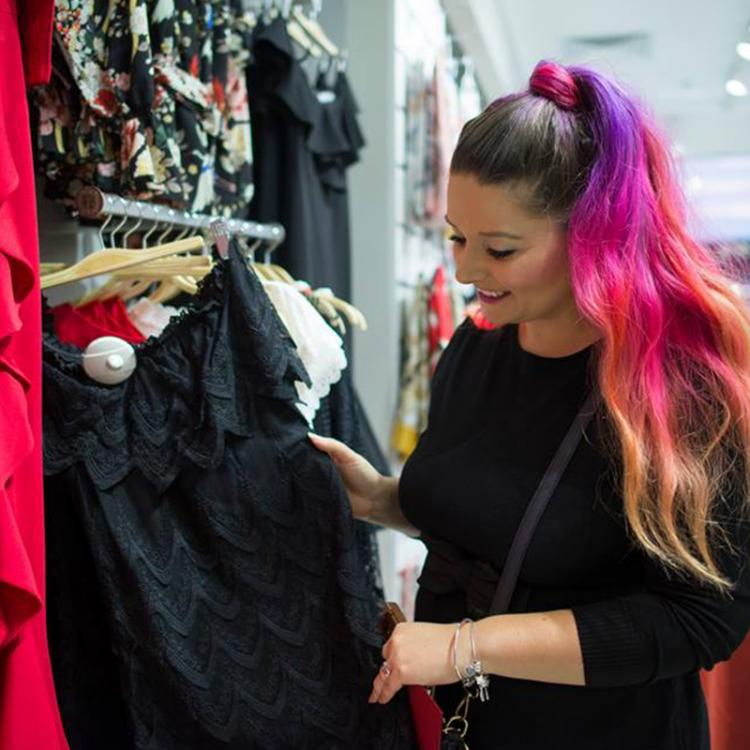 """Mona Croitoru, beauty blogger """"From Mona with Gloss"""", despre cariera, pasiuni si machiaj"""