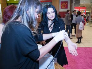 Uite cum a fost la lansarea rujului creat de Alexia Eram!